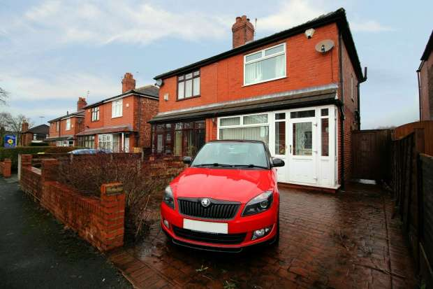 2 Bedrooms Semi Detached House for sale in Thornlea Avenue, Oldham, Greater Manchester, OL8 3PX