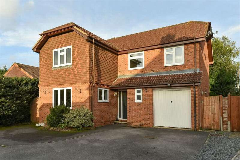 4 Bedrooms Detached House for sale in Gardenia Drive, West End, Woking, Surrey