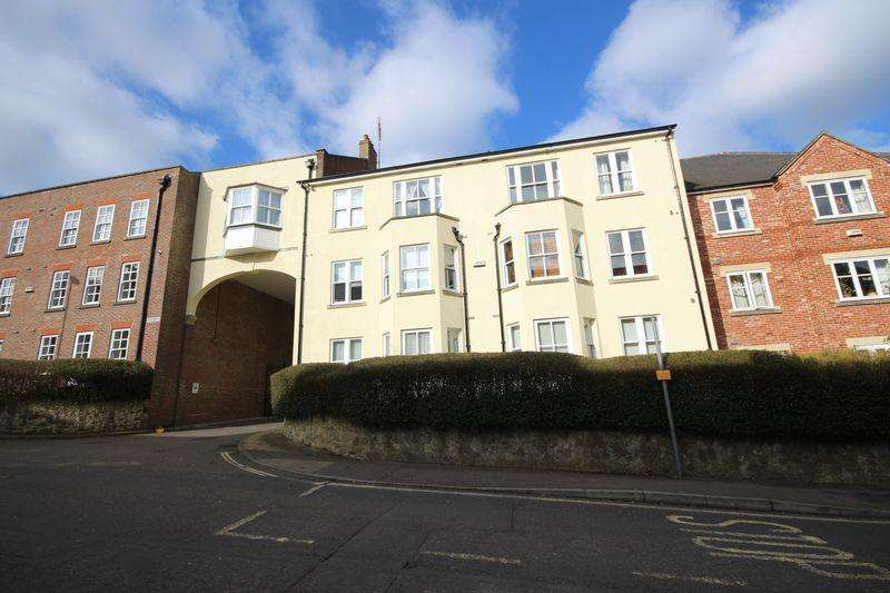 2 Bedrooms Flat for sale in Boltro Road, Haywards Heath