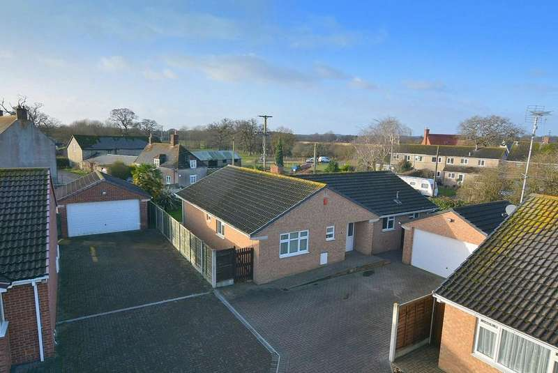 4 Bedrooms Detached Bungalow for sale in Poppy Close, Poole