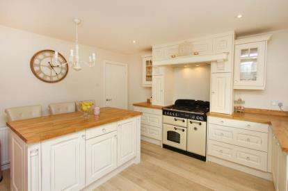 5 Bedrooms Detached House for sale in Longcroft Crescent, Dronfield Woodhouse, Dronfield, Derbyshire