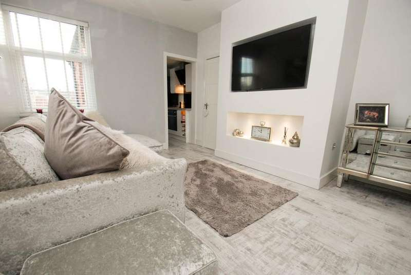 3 Bedrooms Flat for sale in Taylor Street, South Shields