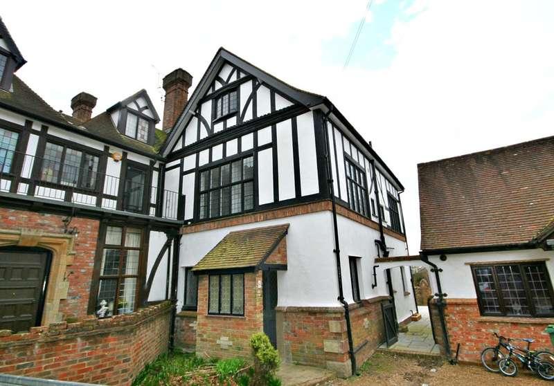 4 Bedrooms End Of Terrace House for sale in Billingshurst