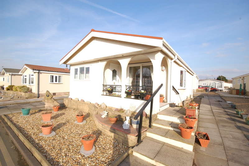 2 Bedrooms Mobile Home for sale in Jensen Drive, Blackpool