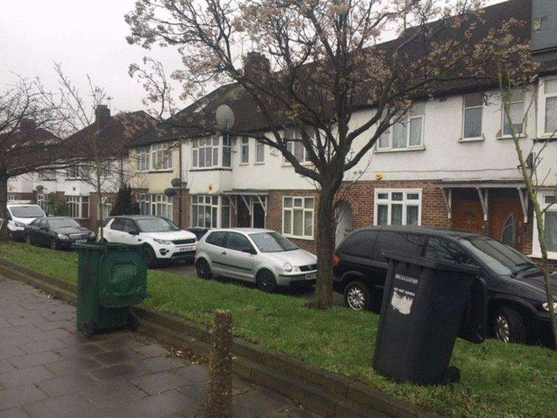 3 Bedrooms Flat for sale in Chadbury Court, Watford Way, MILL HILL, London, NW7 2QG