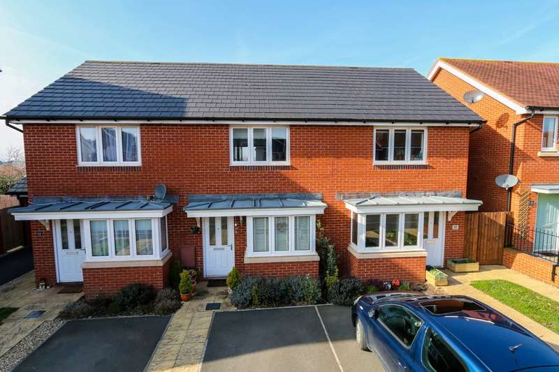 2 Bedrooms Terraced House for sale in Henrys Run, Cranbrook