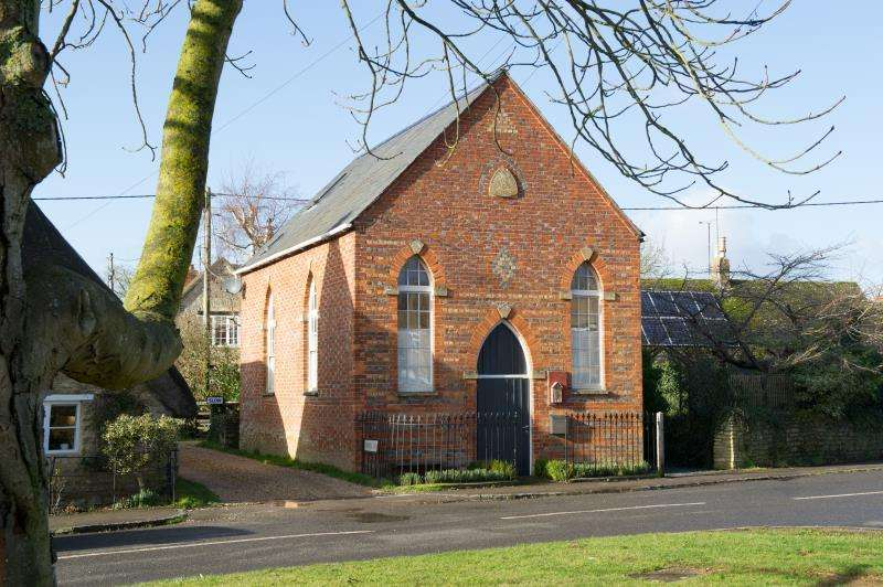 3 Bedrooms Detached House for sale in The Chapel, The Green, Standlake, Witney, Oxfordshire