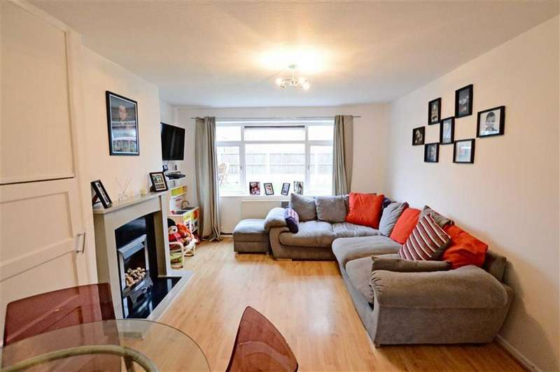 3 Bedrooms Apartment Flat for sale in Bollin Court, Bowdon, Cheshire, WA14