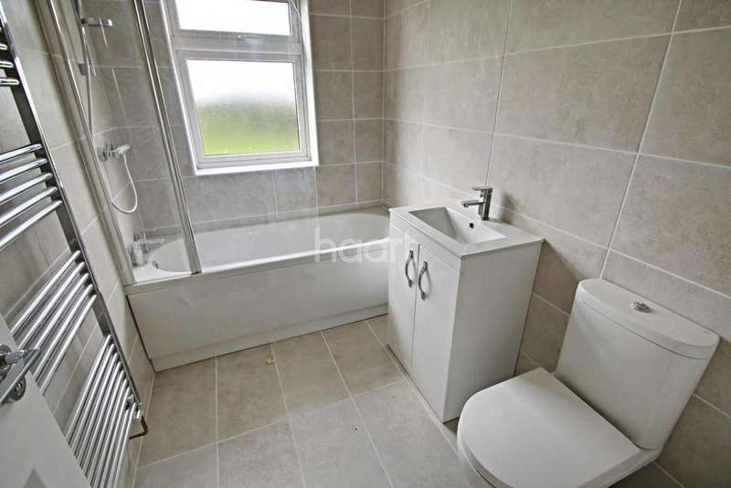 3 Bedrooms Semi Detached House for sale in Salisbury Avenue, Croft, Leicester, Leicestershire