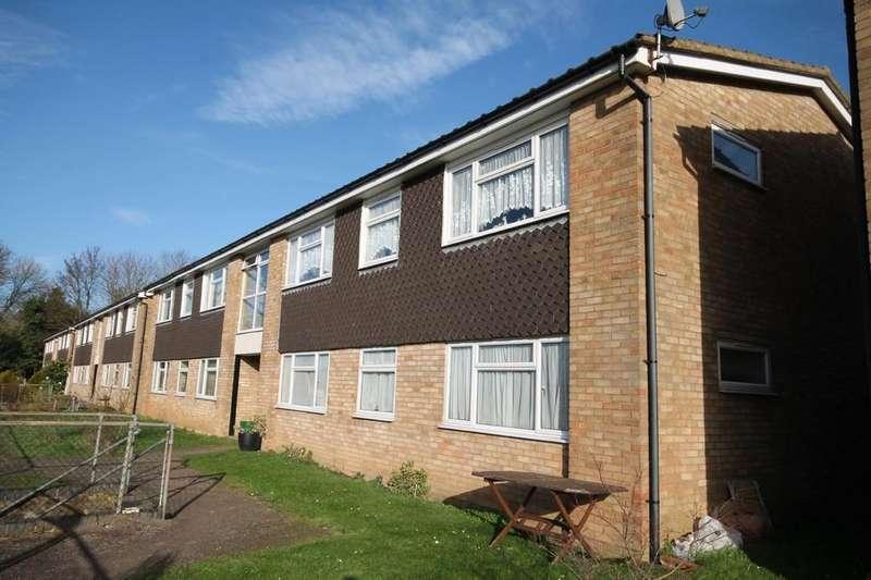 2 Bedrooms Apartment Flat for sale in Chapelfields, Stanstead Abbotts