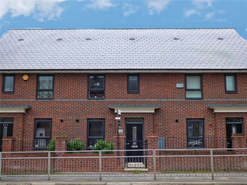 3 Bedrooms Terraced House for sale in Manchester Road, Castleton, Rochdale, OL11