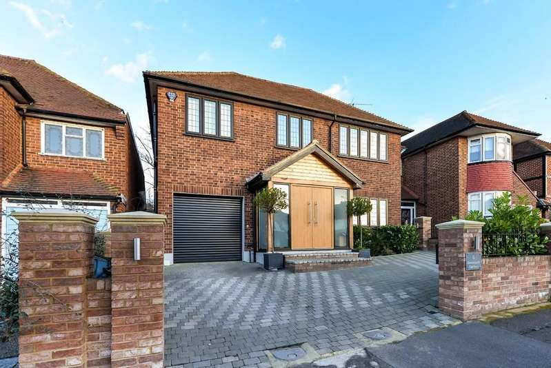 4 Bedrooms Detached House for sale in Brancepeth Gardens, Buckhurst Hill