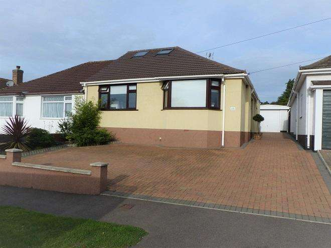 3 Bedrooms Semi Detached Bungalow for sale in Penrose Avenue, Carpenders Park, Watford WD19