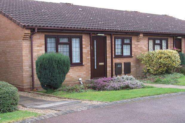 2 Bedrooms Bungalow for sale in Manor Green Walk, Carlton, Nottingham, NG4