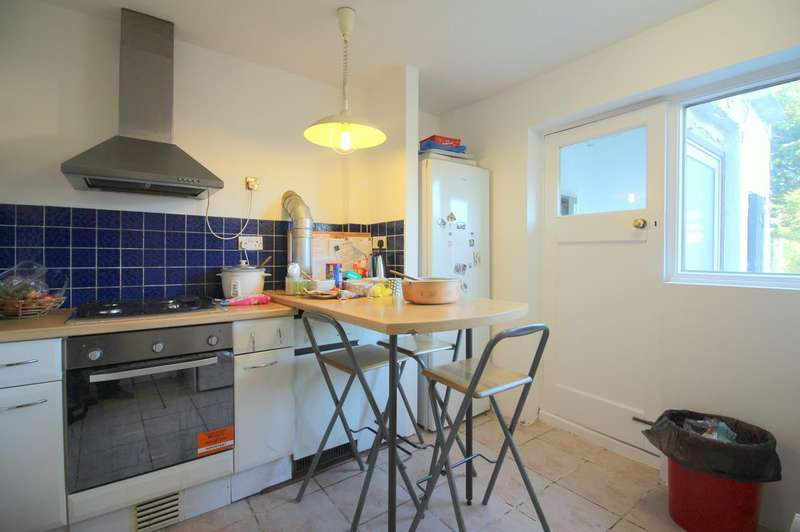 3 Bedrooms Semi Detached House for rent in Field End Road, Ruislip