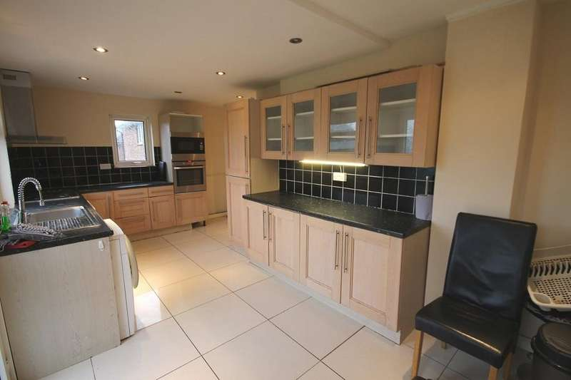 3 Bedrooms Semi Detached House for sale in Kings Road, Southwick