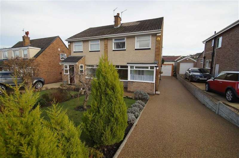 3 Bedrooms Semi Detached House for sale in The Approach, Leeds