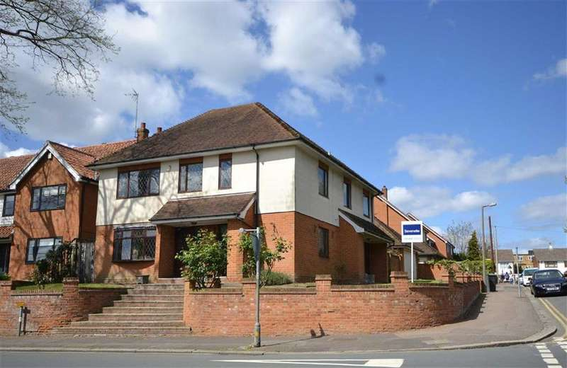 5 Bedrooms Detached House for sale in Hartland Road, Epping, Essex, CM16