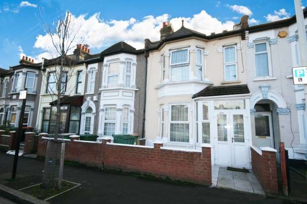 3 Bedrooms Terraced House for sale in Morris Avenue, London, E12