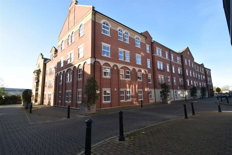 2 Bedrooms Flat for sale in Harry Davis Court, Worcester