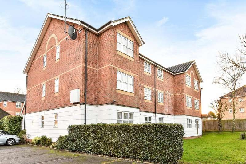 2 Bedrooms Flat for sale in Harper Close, Southgate