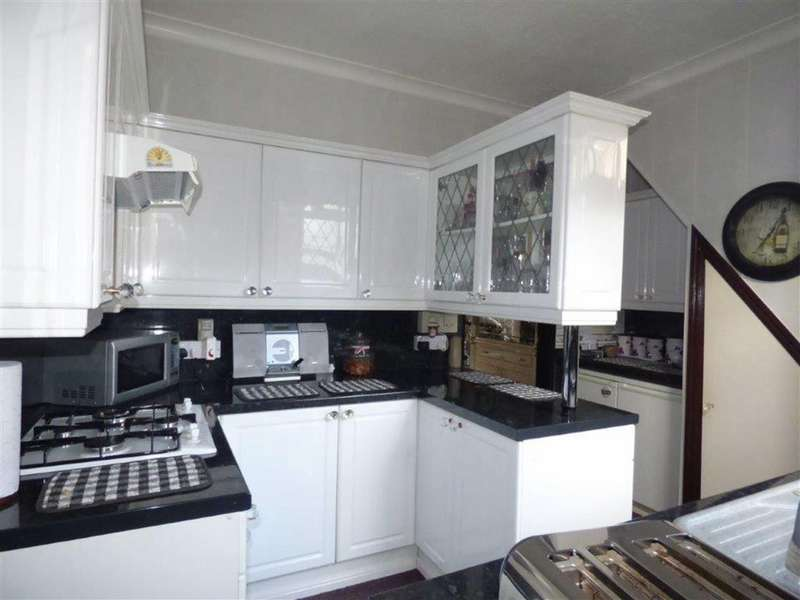 2 Bedrooms Terraced House for sale in Strathcona Villas, Hull, East Yorkshire, HU9