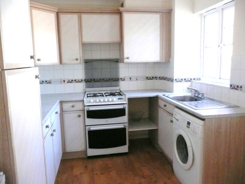 3 Bedrooms House for rent in Gresham Road, Hounslow , London TW3