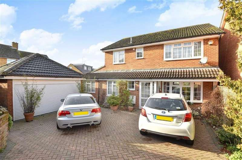 4 Bedrooms Detached House for sale in Caddington Close, New Barnet, Hertfordshire