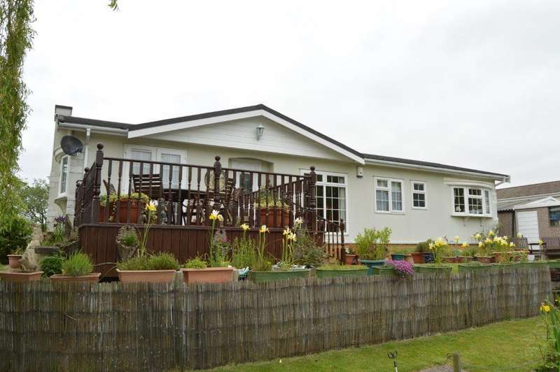 2 Bedrooms Detached Bungalow for sale in The Rushes, Barton Broads, Maltkiln Road, Barton upon Humber, DN18