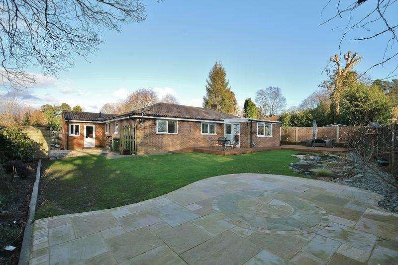 3 Bedrooms Detached Bungalow for sale in Hillside Walk, Storrington