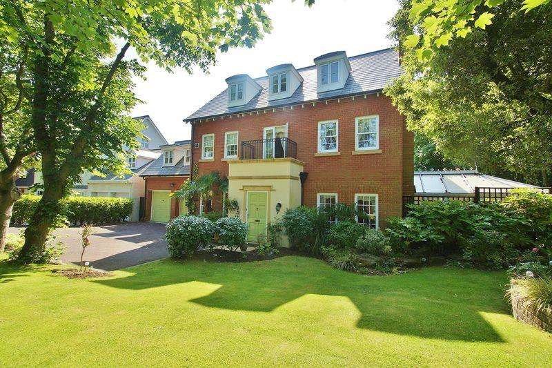 5 Bedrooms Detached House for sale in Granville Road, Southport