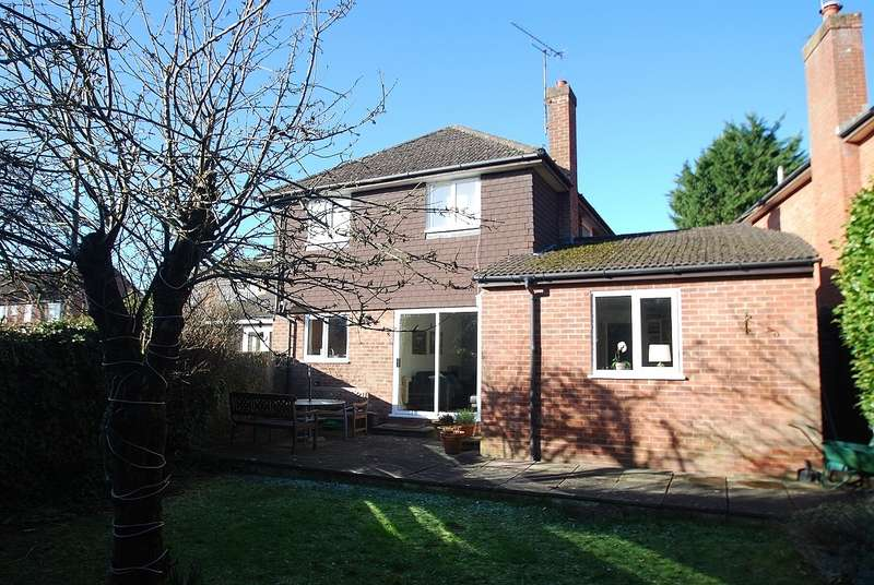 3 Bedrooms Semi Detached House for sale in Acres End, Amersham, HP7