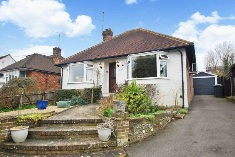 2 Bedrooms Detached Bungalow for sale in Stanley Hill, Amersham, HP7
