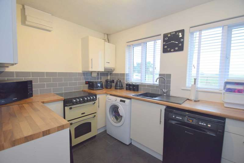 2 Bedrooms Semi Detached House for sale in Ash Tree Court, Rochford, SS4