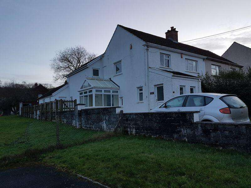 4 Bedrooms Semi Detached House for rent in Gelli Newydd, Carmarthen