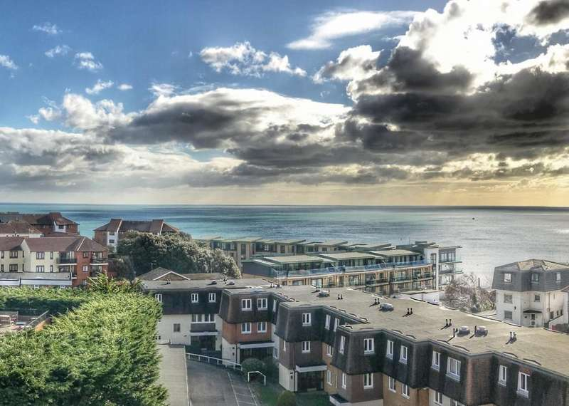 2 Bedrooms Apartment Flat for sale in St James Court , 7 Owls Road, Bournemouth