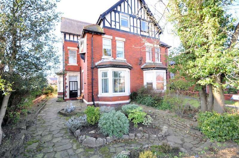 2 Bedrooms Maisonette Flat for sale in Blackpool Road, Ansdell, Lytham St Annes, Lancashire, FY8 4EH