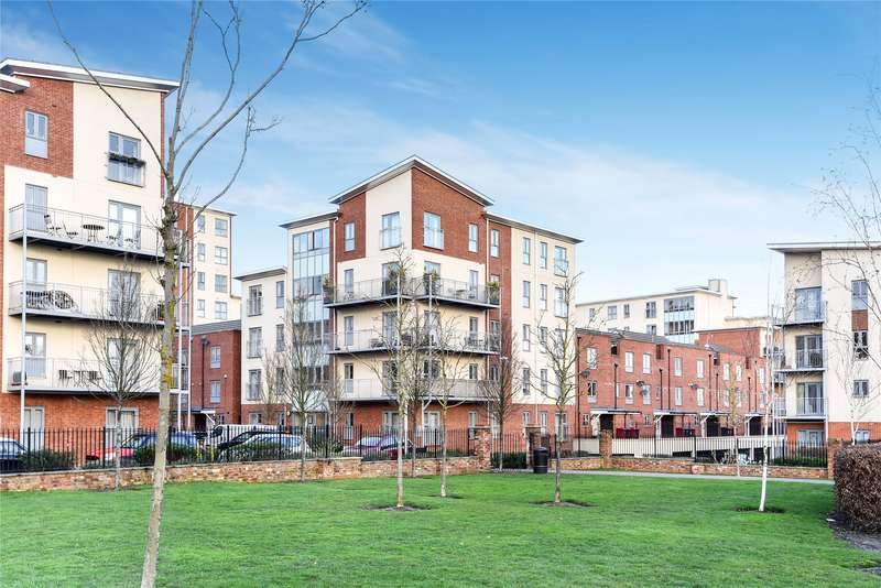 2 Bedrooms Apartment Flat for sale in Sourton House, Battle Square, Reading, Berkshire, RG30