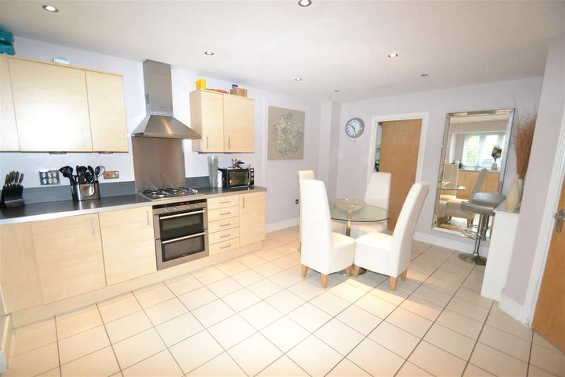 4 Bedrooms House for sale in Redehall Road