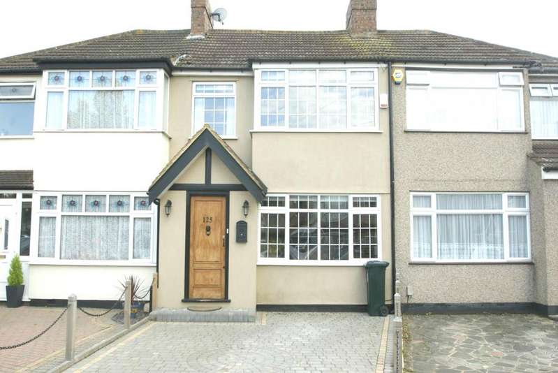 3 Bedrooms Terraced House for rent in Saunton Road, Hornchurch, Essex, RM12