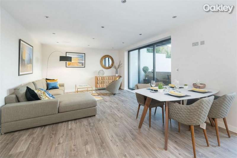 2 Bedrooms Flat for sale in Goldstone Crescent, Hove, East Sussex