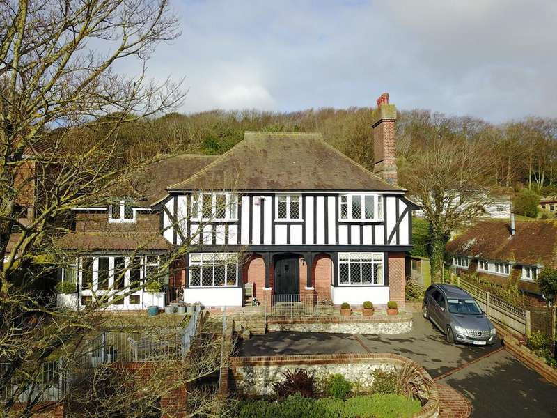 5 Bedrooms Detached House for sale in Upper Carlisle Road, Meads, Eastbourne, BN20