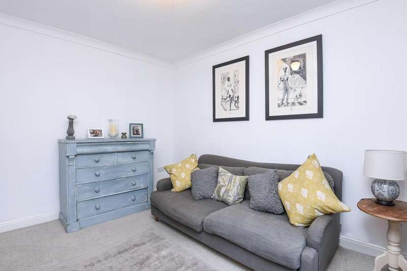 2 Bedrooms Flat for sale in Ascot Road, Tooting