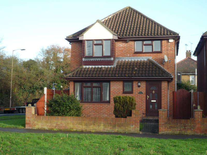 3 Bedrooms Detached House for rent in Rayleigh Road, Shenfield, CM13 1PN