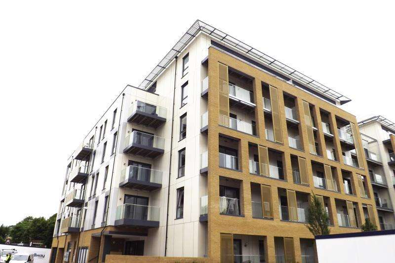 2 Bedrooms Apartment Flat for rent in Watson Heights, Chelmsford, Essex, CM1 1AP