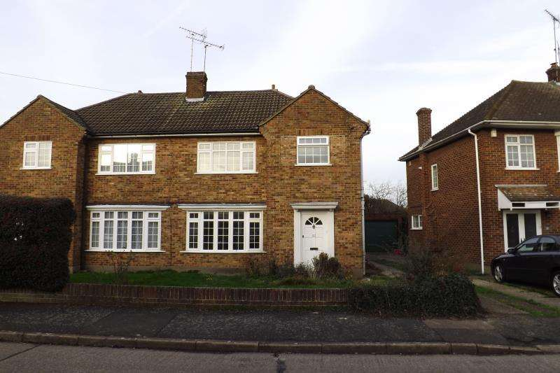 3 Bedrooms Semi Detached House for rent in Chelmer Drive, Hutton, Shenfield, CM13 1NP