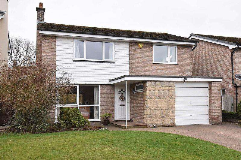 3 Bedrooms Detached House for sale in Roxby Way, Knutsford