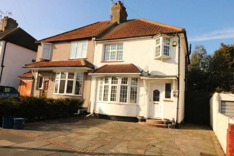 3 Bedrooms Semi Detached House for sale in Edinburgh Avenue, Leigh-on-Sea