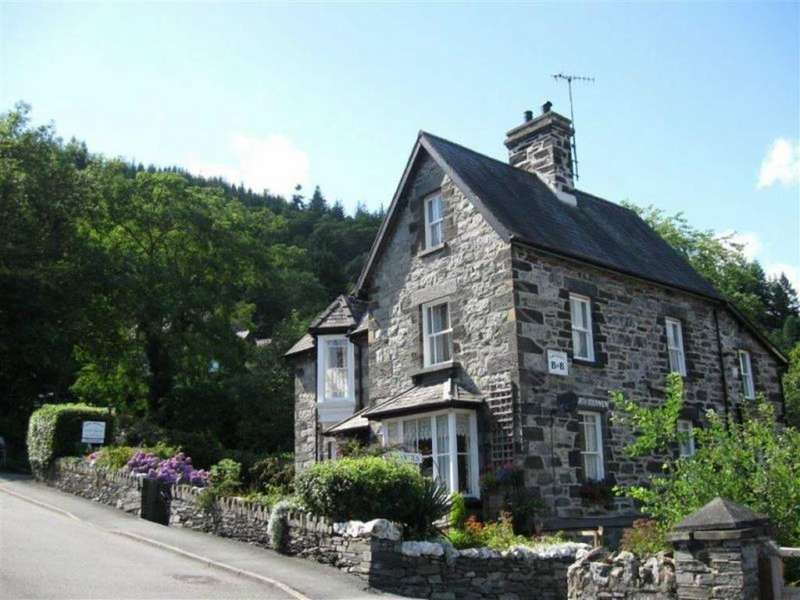 7 Bedrooms Detached House for sale in Vicarage Road, Betws Y Coed, Conwy