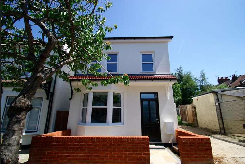 3 Bedrooms Detached House for sale in Northview Drive, Westcliff-On-Sea